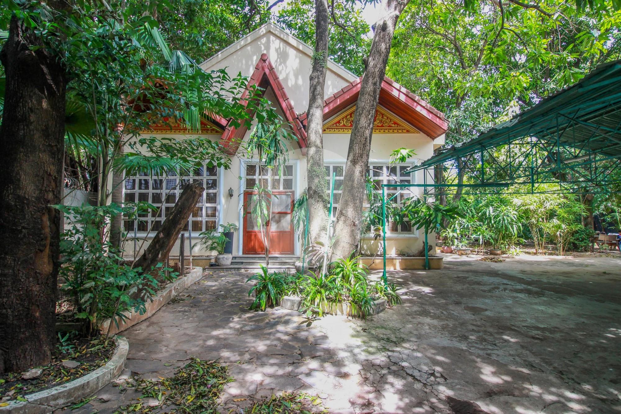 3 Bedroom Villa with Pool For Rent - Tonle Bassac, Phnom Penh