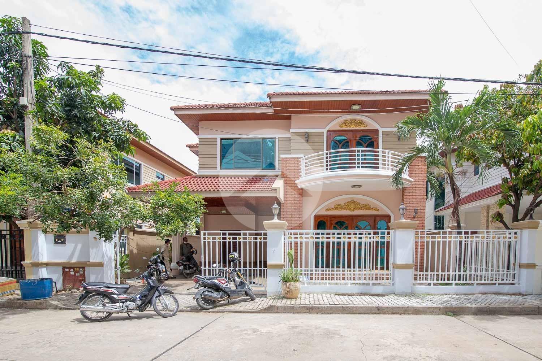 4 Bedroom Villa For Sale - Tonle Bassac, Phnom Penh