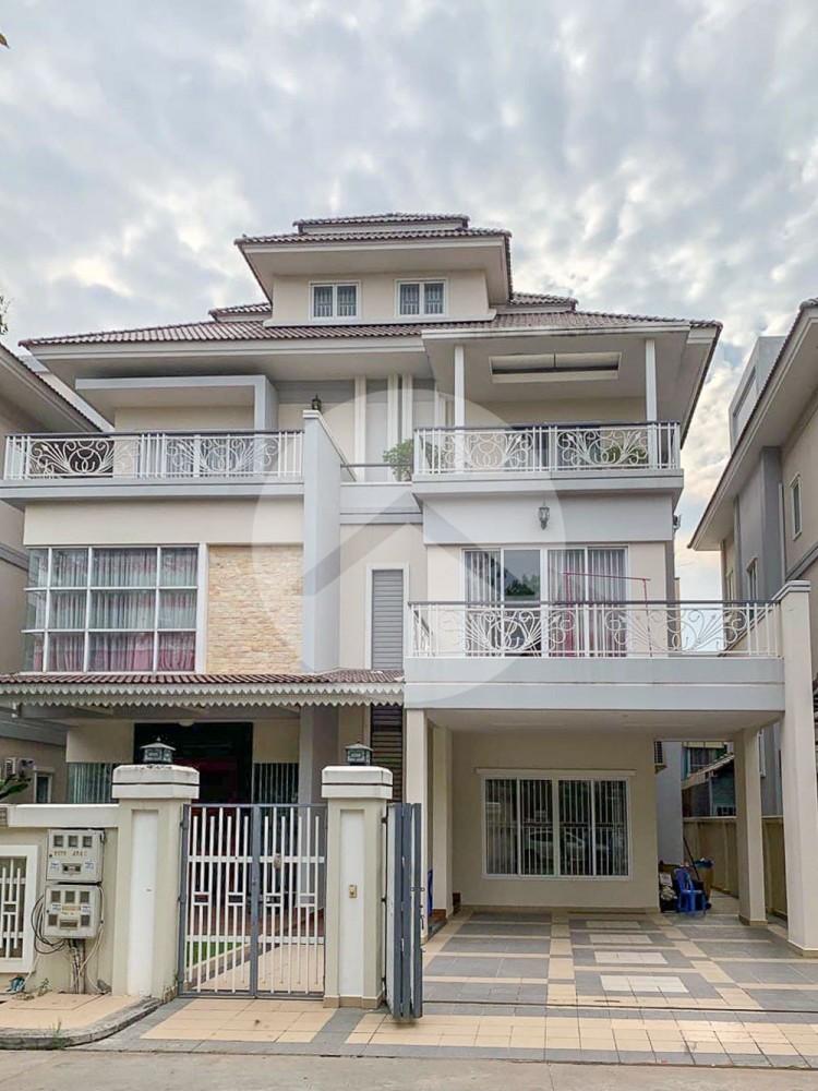 6 Bedroom Queen Villa For Sale - Teuk Thla, Phnom Penh