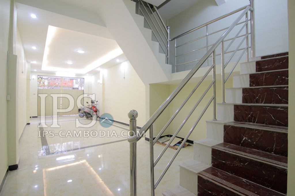 Five Bedroom Daun Penh Townhouse For Rent, Daun Penh