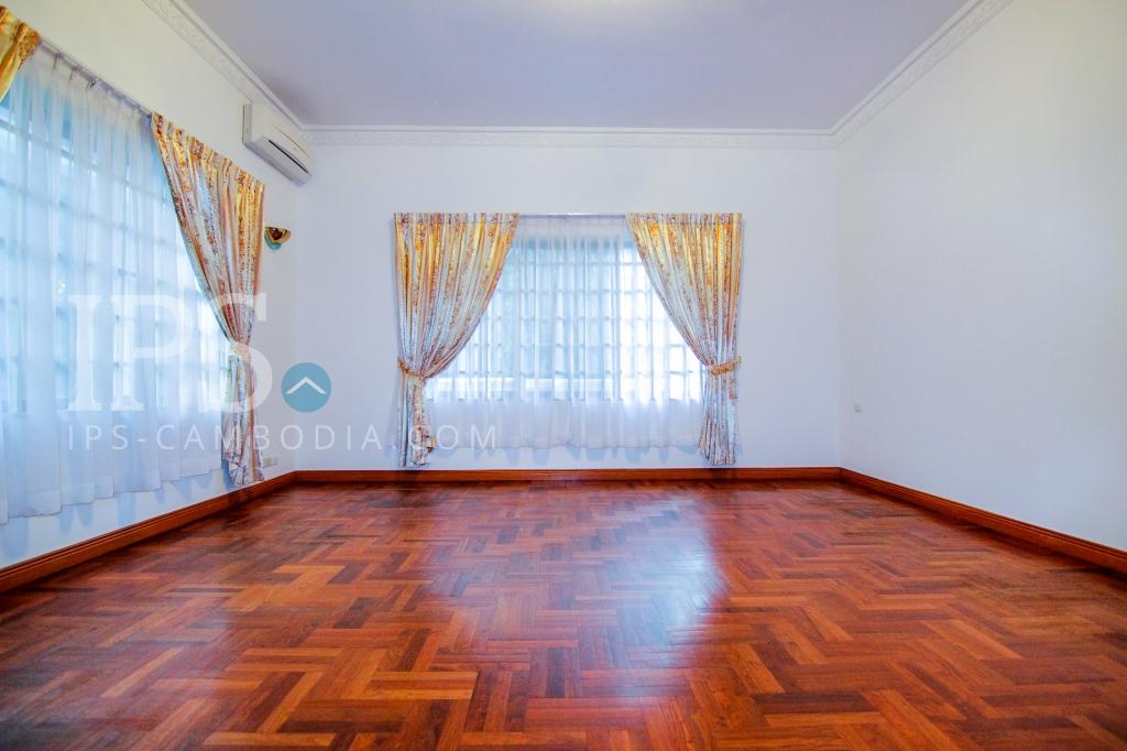 5 Bedroom Commercial Villa For Rent in Daun Penh, Phnom Penh
